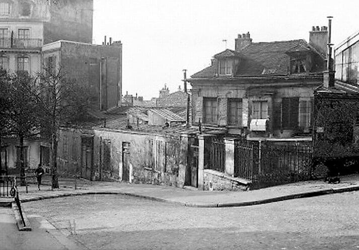 Place Emile Goudeau. Le Bateau Lavoir, edificio en el que Picasso tenía su estudio y donde conoció a Fernande.