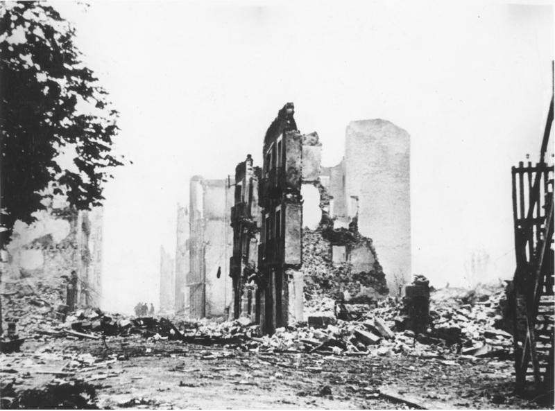 Cuadro Guernica en ruinas, 1937.