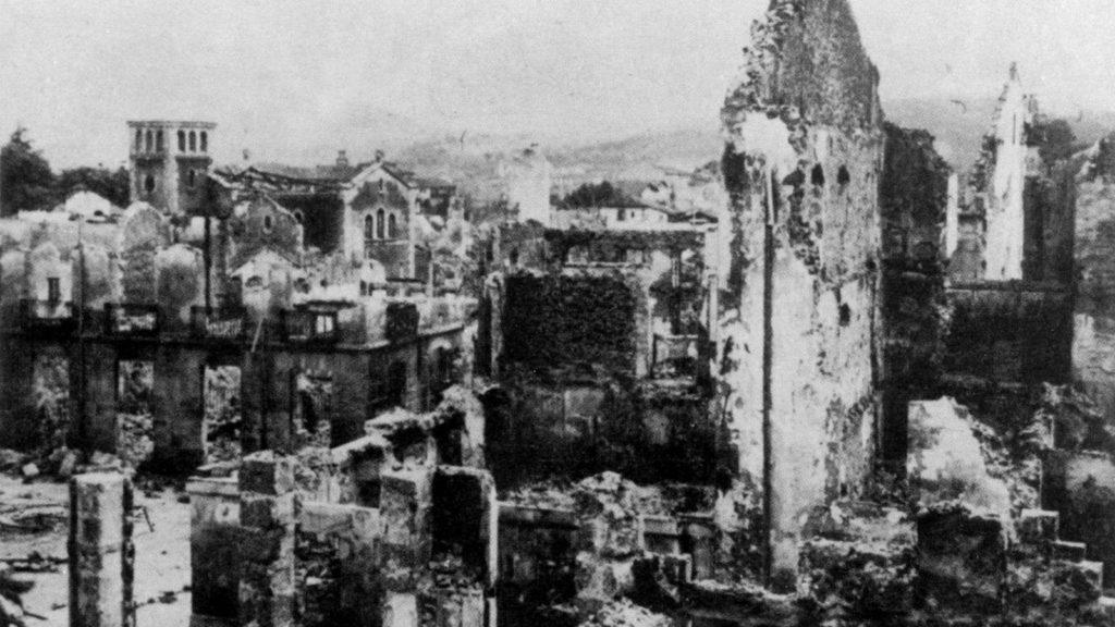 Cuadro Guernica tras el bombardeo del 26 de abril de 1937.