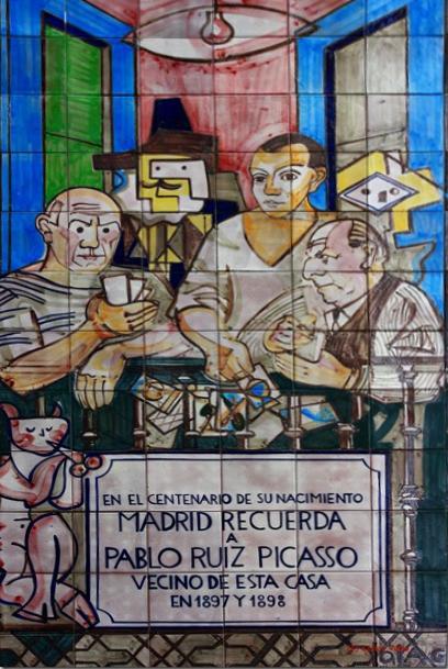 Mural central de la ceramista Lola Gil, en la fachada donde vivió Picasso, en su primera estancia en Madrid.