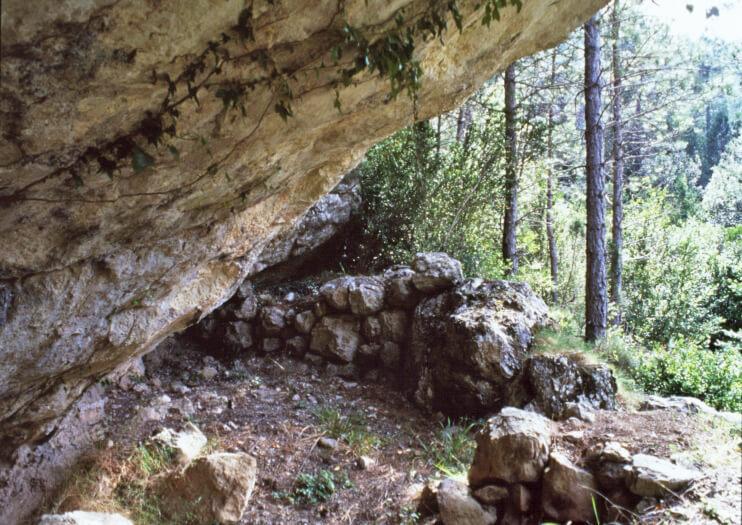 Cueva-refugio natural de pastores en la que Picasso y Pallarés pasaban las noches.